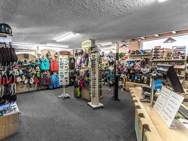 Magasin de location de ski AU SCHUSS à 29-32 Route de la Moussiere d'En Haut, Saint Jean d'Aulps