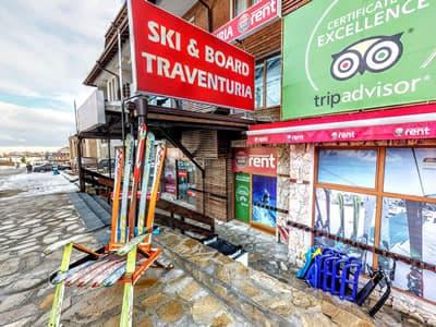Magasin de location de ski Ski & Board Traventuria - Ski Bansko, Bansko à 92E Pirin Str. (Pirin Palace Hotel)
