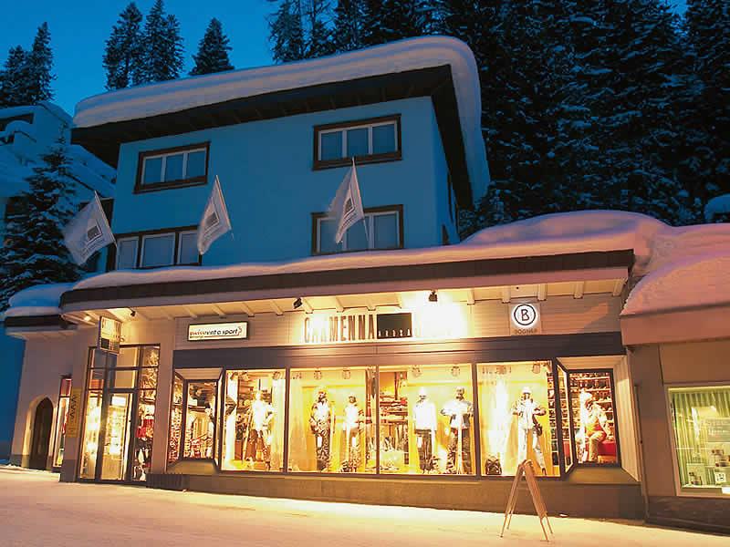 Magasin de location de ski Carmenna Sport, Äussere Poststrasse à Arosa