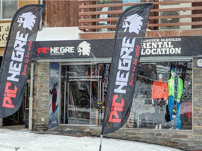 Magasin de location de ski Pic Negre XVII à Carrer Bearn 12, Pas de la Casa
