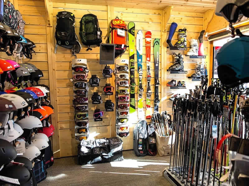 Magasin de location de ski SNOW SPORTS à Centre Commercial Les Bruyères, Les Menuires Reberty