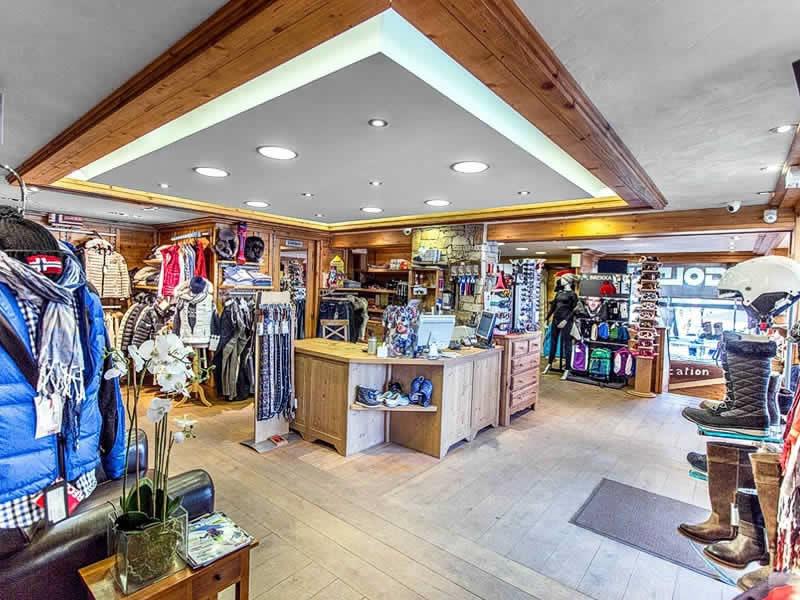 Magasin de location de ski CARROZ SPORTS à Centre Village Immeuble La Pointe d'Areu, Les Carroz d'Araches