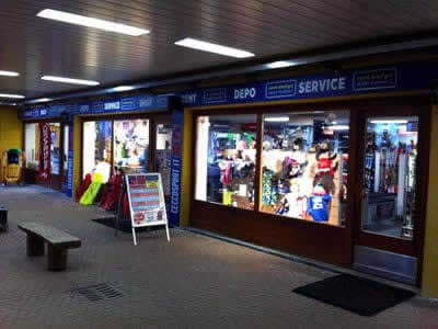 Magasin de location de ski Cecco Sport, Bormio 2000-Valdisotto à Centro Commerciale (Direkt an den Pisten Skigebiet Bormio 2000)
