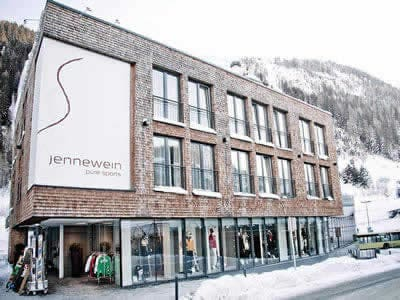 Magasin de location de ski SPORT 2000 Jennewein, St. Anton am Arlberg à Dorfstrasse 2
