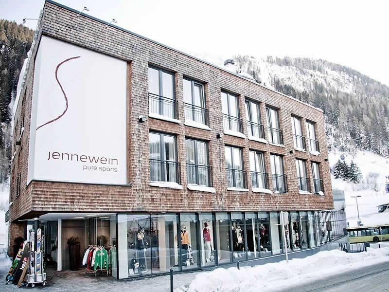 Magasin de location de ski SPORT 2000 Jennewein à Dorfstrasse 2, St. Anton am Arlberg