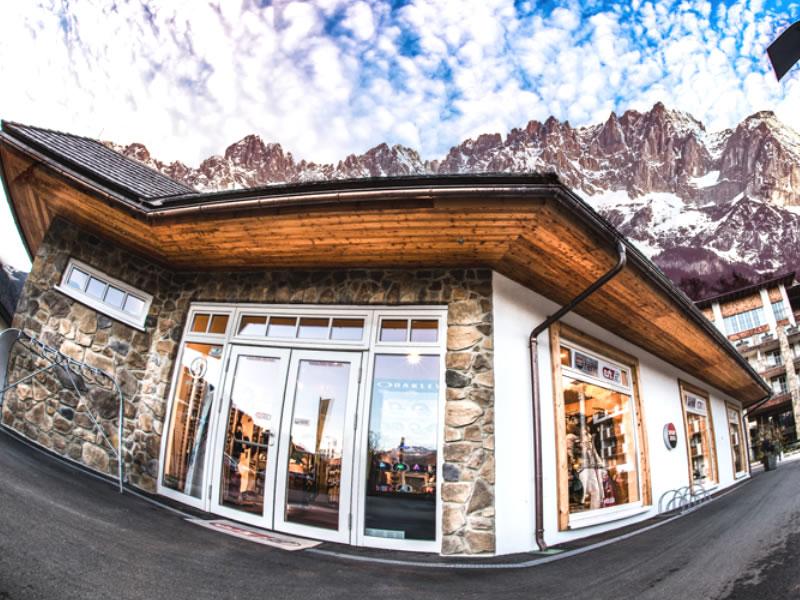 Magasin de location de ski Etz Sportboutique - Hotel Grand Tirolia à Eichenheim 8-9, Kitzbühel