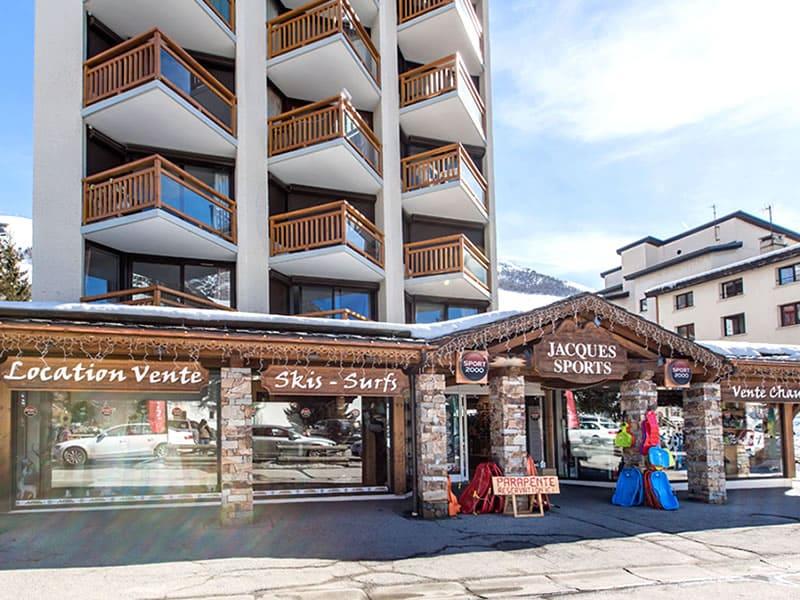 Magasin de location de ski JACQUES SPORTS à Immeuble 3300, 11 Rue des Vikings, Les Deux Alpes