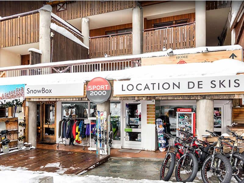 Magasin de location de ski SNOWBOX à Immeuble du Golf, 22 Route d'Italie, Montgenèvre