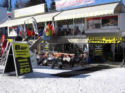 Magasin de location de ski Noleggio Sci Cavallero, Marilleva 1400 à International Bar - Marilleva 1400