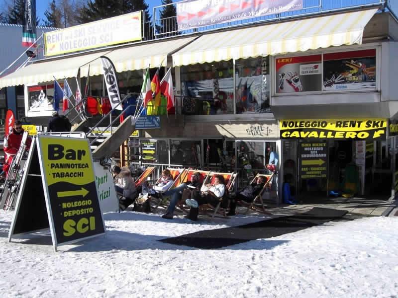 Magasin de location de ski Noleggio Sci Cavallero à International Bar - Marilleva 1400, Marilleva 900