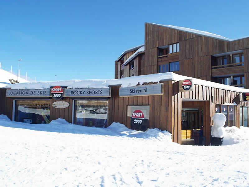 Magasin de location de ski ROCKY SPORTS à L'Eclose - rue du 93ème RAM, Alpe d'Huez