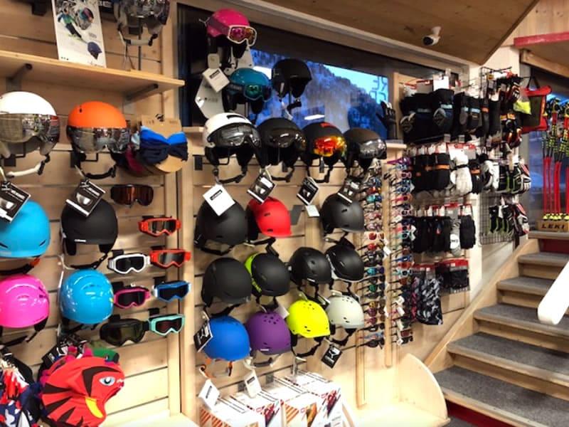 Magasin de location de ski QUARTZ SPORT à Le Saint Pierre Galerie Marchande, Isola 2000