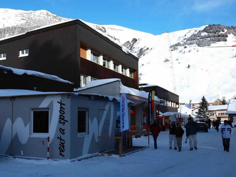 Magasin de location de ski Meyer's Sporthaus, Mietcenter am Bahnhof à Andermatt