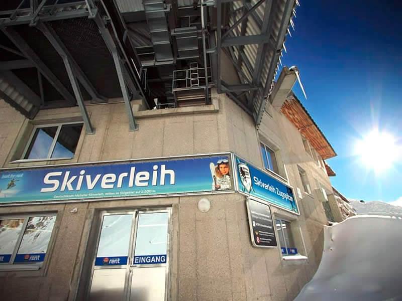 Magasin de location de ski Skiverleih Zugspitze, Mitten im Skigebiet auf 2.600 m à Garmisch-Partenkirchen