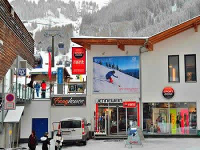Magasin de location de ski SPORT 2000 Jennewein Nasserein, St. Anton am Arlberg à Nassereinerstrasse 6 [Talstation Nassereinbahn]