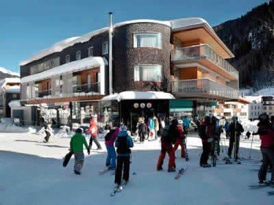 Magasin de location de ski SPORT 2000 Jennewein Dorf, St. Anton am Arlberg à Neben Galzigbahn Talstation im Hotel Anton