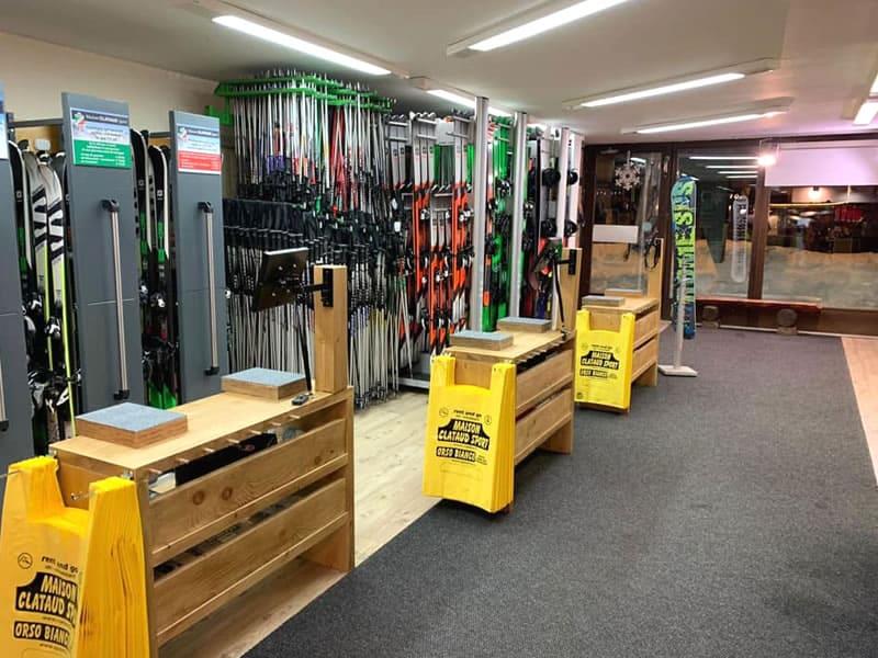Magasin de location de ski Maison Clataud Sport à Piazza Assietta, 16, Sauze d'Oulx