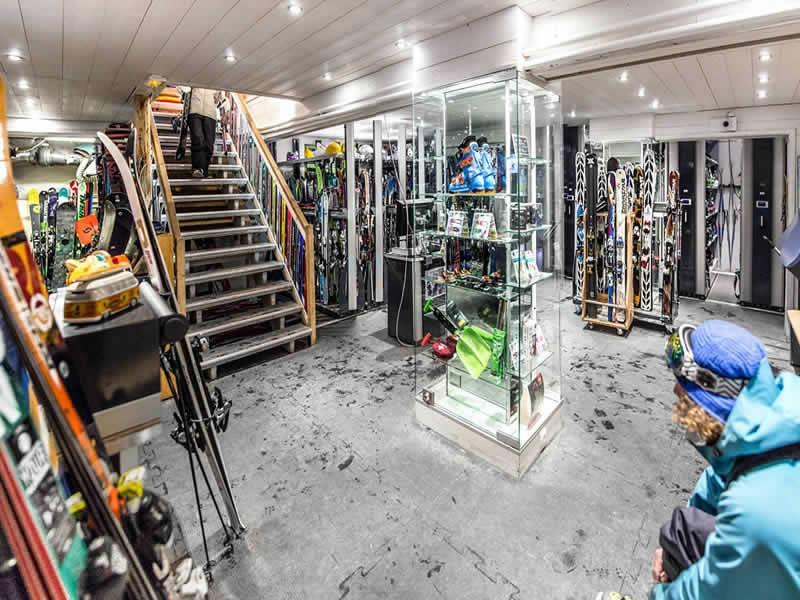 Magasin de location de ski BORASO SPORT à Place des Dolomites, Val d Isere