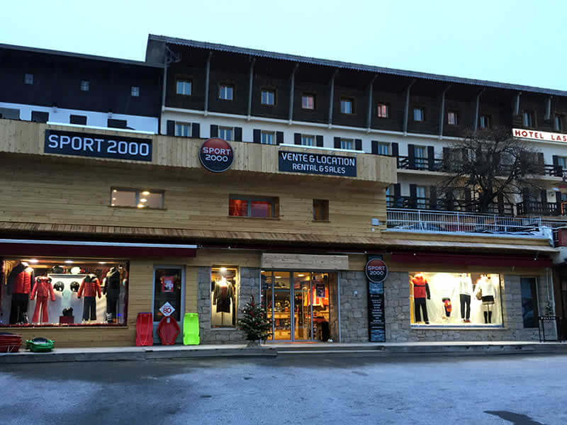 Magasin de location de ski ADVENTMOUNT à Place du centre, Auron