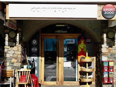 Magasin de location de ski CORNERSKI, Alpe d'Huez à Place du Cognet - Immeuble le Karen