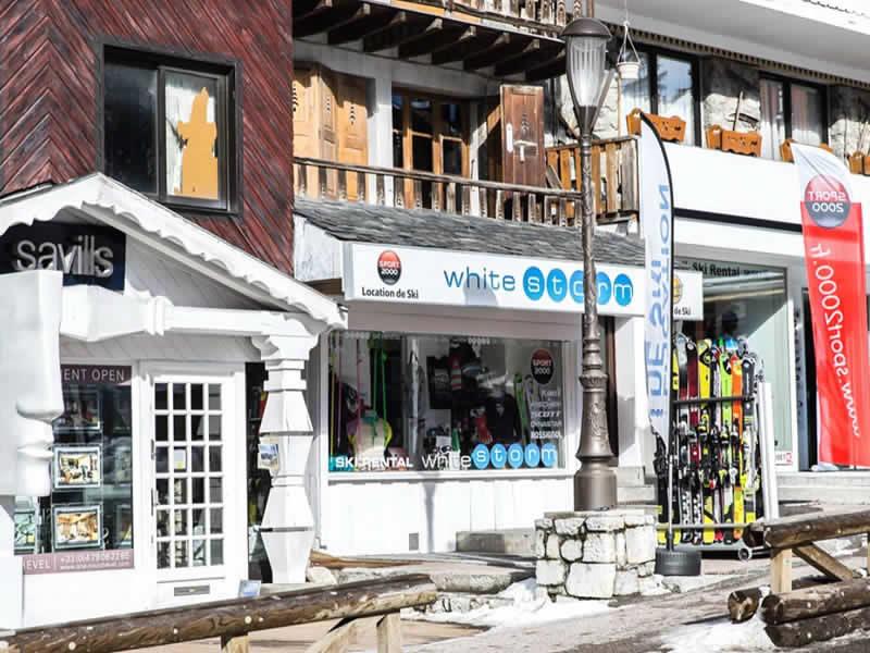 Magasin de location de ski WHITE STORM à Place du Rocher, Courchevel 1850