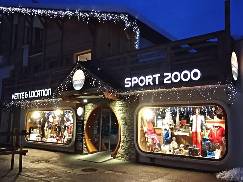 Magasin de location de ski SPORT 2000 ALTITUDE à Place du Téléphérique-CHANTEMERLE, Serre Chevalier Chantemerle