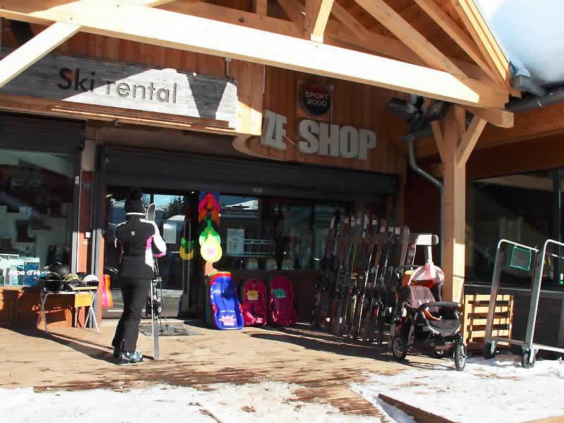 Magasin de location de ski ZE SHOP, Place Joseph Paganon à Alpe d'Huez