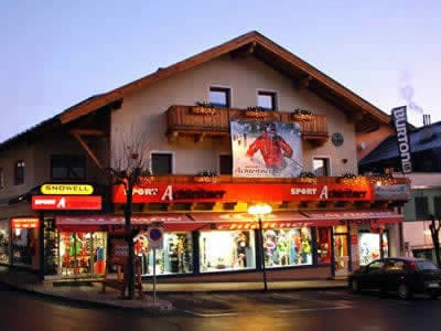 Magasin de location de ski Achleitner Sport, Zell am See à Postplatz 2