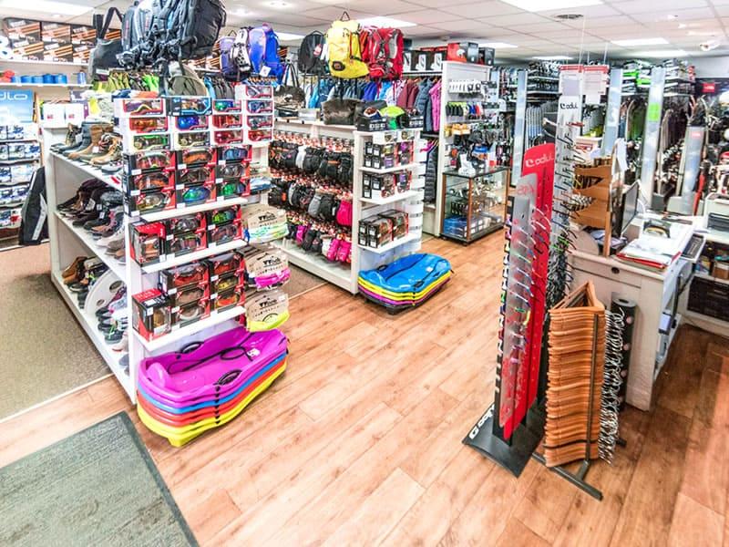 Magasin de location de ski Au Petit Allossard à Rue du Pré de Foire, Allos
