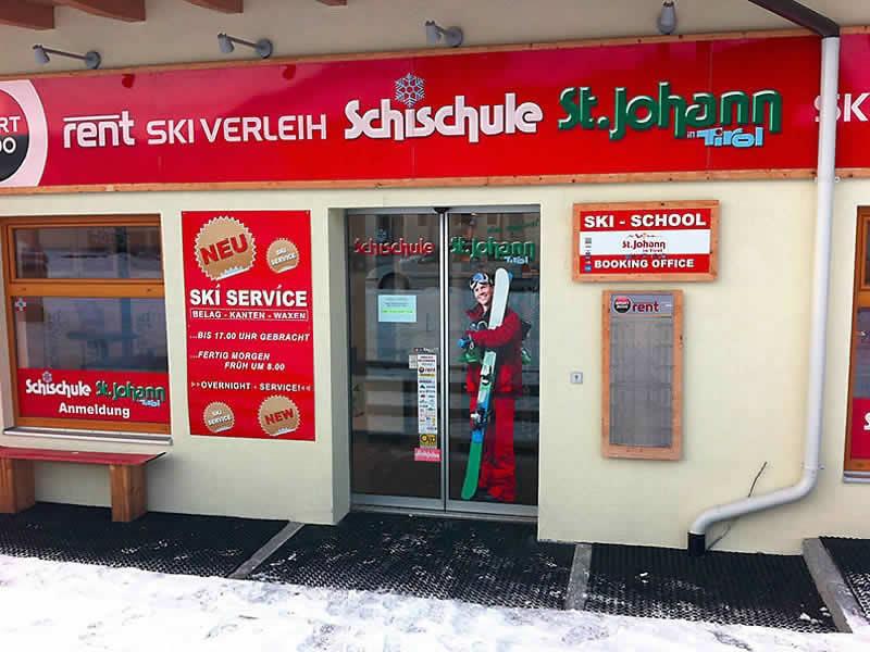 Magasin de location de ski Skiverleih - Skischule St. Johann à Speckbacherstrasse 41a, St. Johann i. Tirol