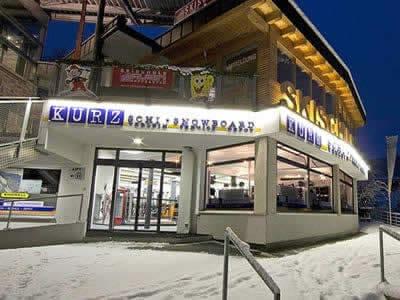 Magasin de location de ski Skiverleih Kurz, Hopfgarten im Brixental à Talstation Bergbahn Hopfgarten