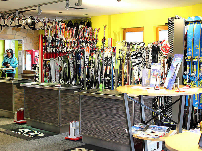 Magasin de location de ski Snoworld à Talstation Gondelbahn - Alpendorf 2, St. Johann i.Po.-Alpendorf