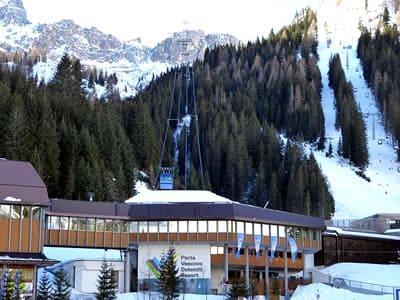 Magasin de location de ski Ski Service da Nico, Arabba à Talstation Porta Vescovo Umlaufbahn - Via Piagn 2