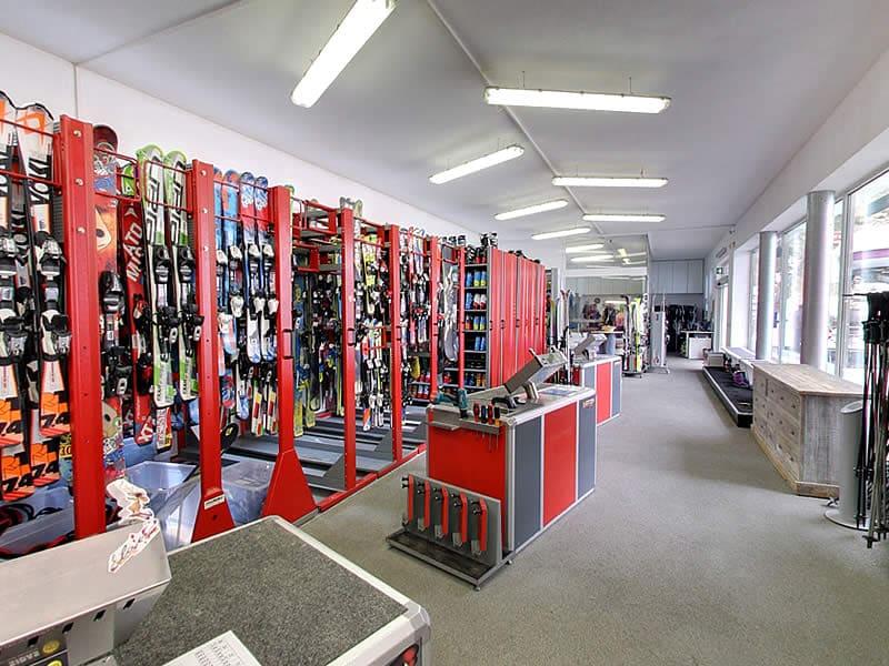 Magasin de location de ski Sportservice Erwin Stricker Ladurns à Talstation Sessellift / Stazione valle seggiovia, Gossensass