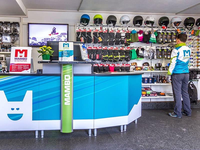 Magasin de location de ski Noleggio Sci - Ski Rent MAMBO à Via Dolomiti - Strèda Dolomites 20, Campitello di Fassa