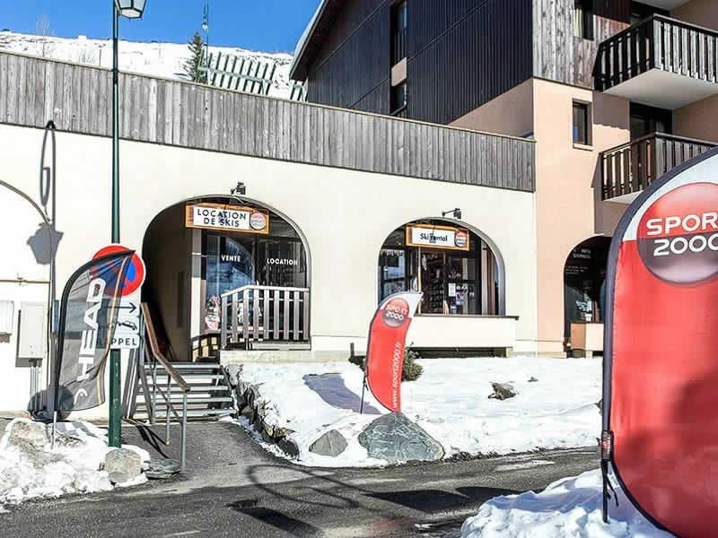 Magasin de location de ski SKI SERVICE à ZAC Reberty - Quartier des Fontanettes - Immeuble Argousier, Les Menuires